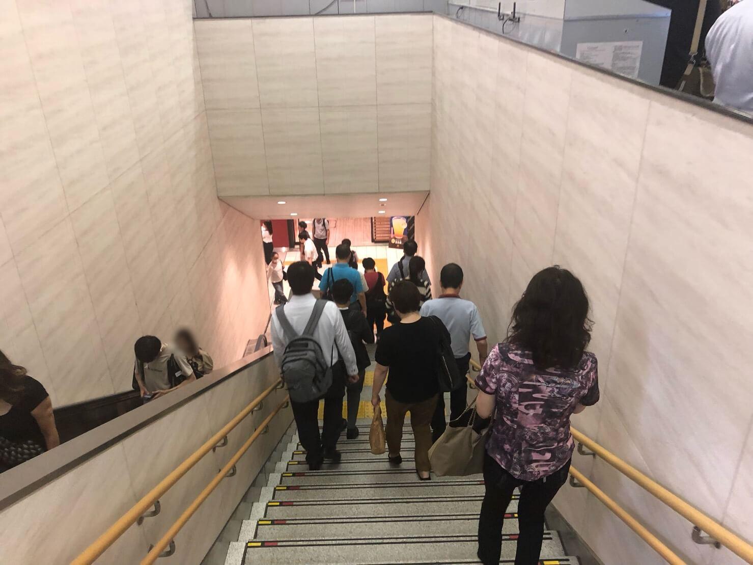 大阪駅からFLALUクリニック_顔修正6